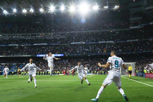Лука Модрич вместе с футболистами Реала радуется победе в одном из матчей сезона-2017/18