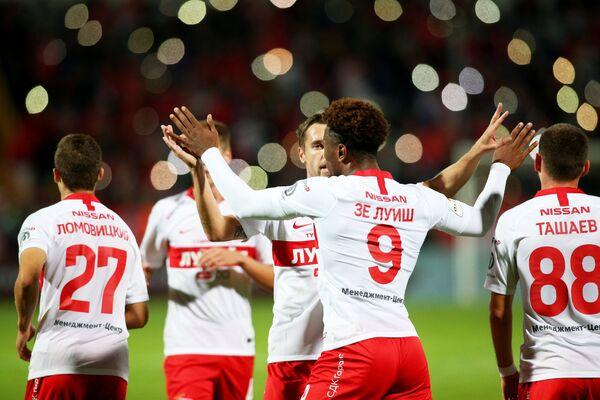 Футболисты Спартака празднуют гол в ворота Черноморца