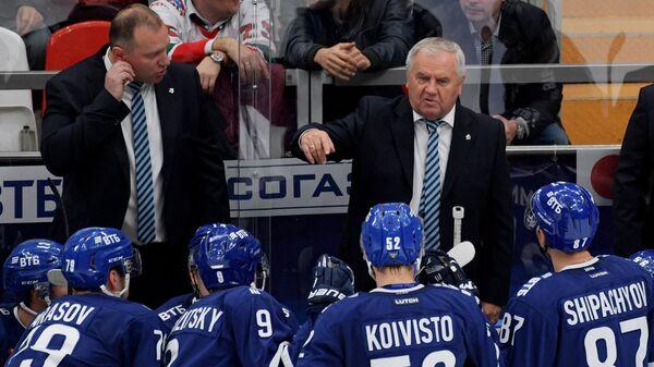 Тренер московского Динамо Владимир Воробьёв (слева) и главный тренер Динамо Владимир Крикунов