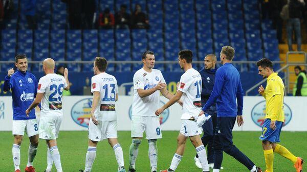 Футболисты Оренбурга радуются победе