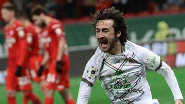 Игрок Рубина Хорен Байрамян радуется голу в ворота Спартака