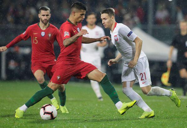 Игровой момент матча Португалия - Польша