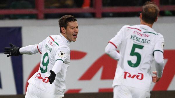 Футболисты Локомотива Федор Смолов (слева) и Бенедикт Хёведес