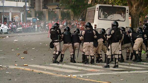 Беспорядки в Буэнос-Айресе перед финальным матчем Кубка Либертадорес