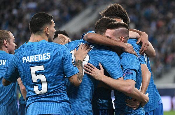 Футболисты Зенита радуются голу в ворота Копенгагена