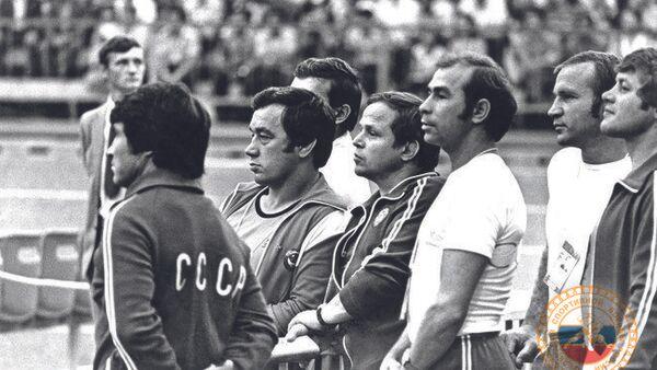 Геннадий Сапунов (второй слева)
