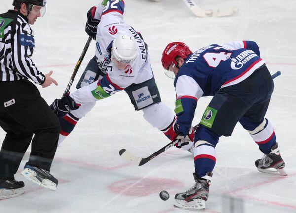 Игровой момент матча СКА (Санкт-Петербург) - Сибирь (Новосибирск)