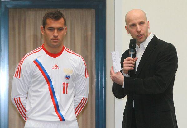 Александр Кержаков (слева)