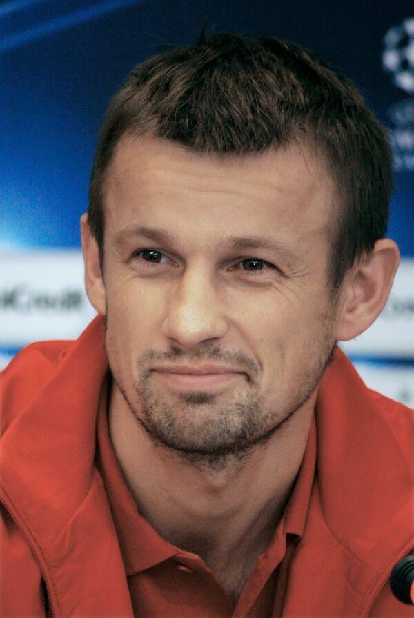 Капитан Рубина Сергей Семак во время пресс-конференции в Киеве=