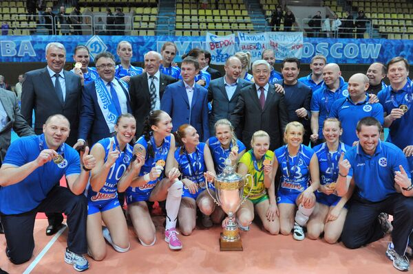 Волейболистки казанского Динамо и члены клуба