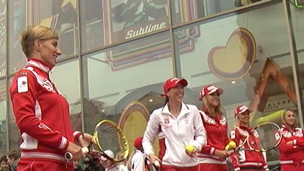Теннисистки сыграли с детьми на жеребьевке перед полуфиналом Кубка Федерации