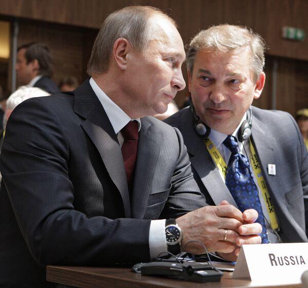 Владимир Путин и Владислав Третьяк (слева направо)