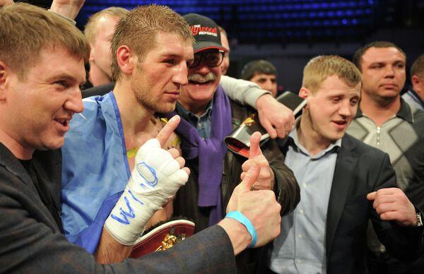 Дмитрий Пирог (второй слева)