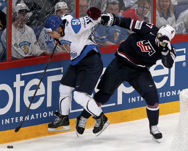 Игровой момент матча США - Финландия