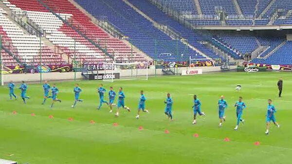 Первая тренировка сборной Голландии по футболу перед чемпионатом Европы-2012