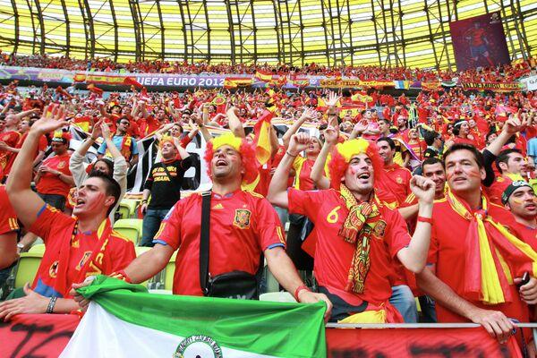 Болельщики испанской сборной  на  матче сборных Испании и Италии