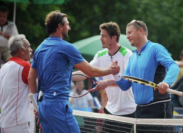 Мужской парный матч на турнире Легенды Тенниса - 2012