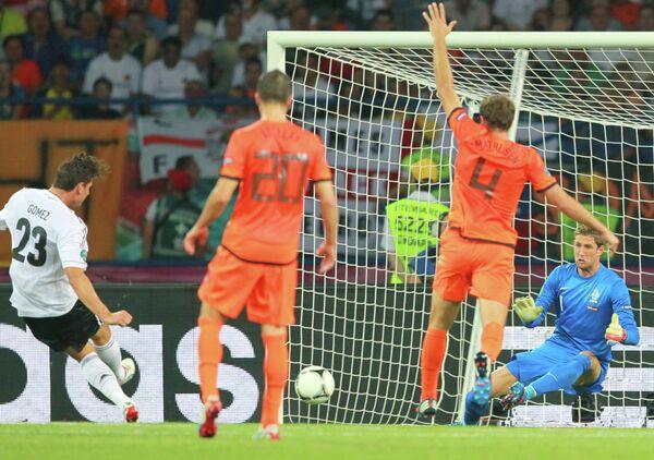 Игровой момент матча сборных Нидерландов и Германии