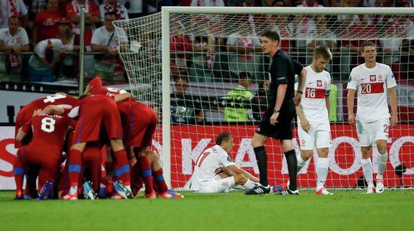 Футболисты Чехии (слева)