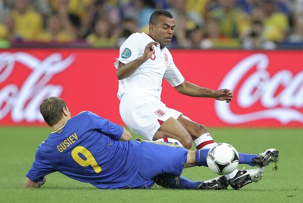 Oleh Gusev (left) and Ashley Cole