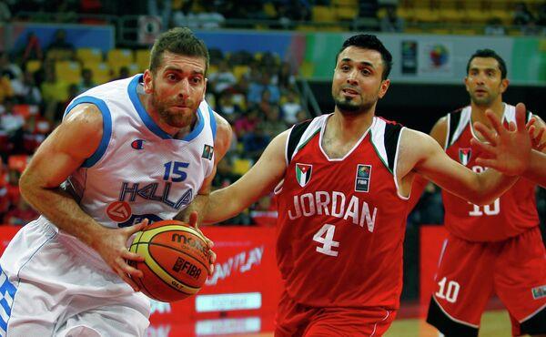 Игровой момент матча Греция - Иордания