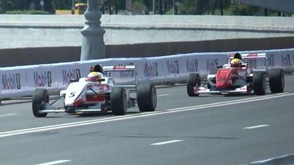 Болиды Формулы-1 на скорости 300 км/ч промчались у стен Кремля