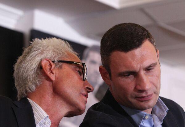 Виталий Кличко и Бернд Бенте (справа налево)