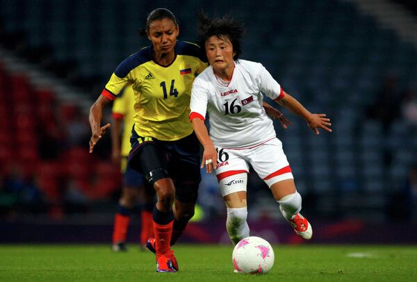 Игровой момент матча Колумбия - КНДР