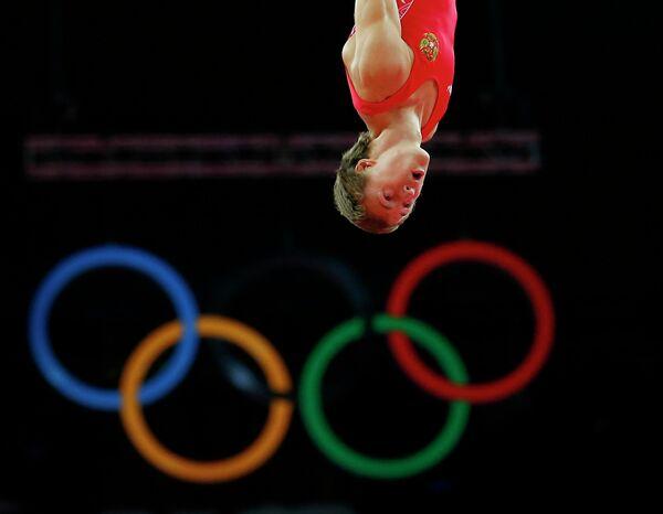 Россиянин Дмитрий Ушаков участвует в соревнованиях по прыжкам на батуте