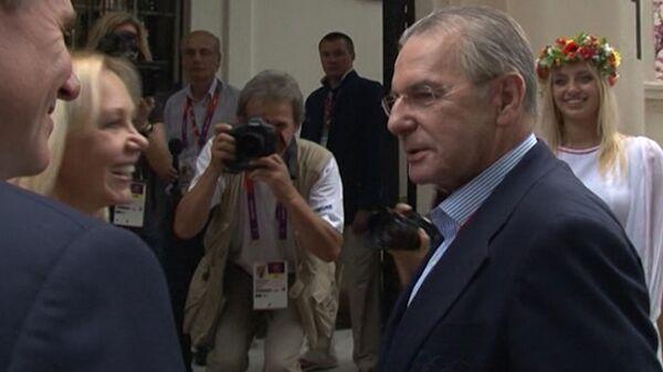 Украинцы попытались удивить президента МОК Рогге салом, драниками и борщом