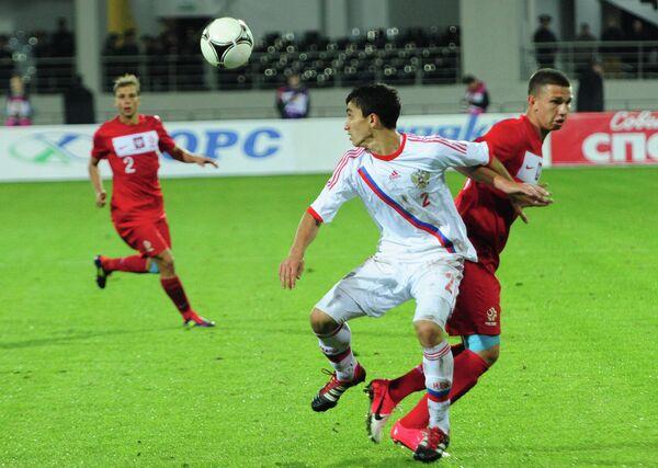 Игровой момент матча между молодежными сборными России и Польши