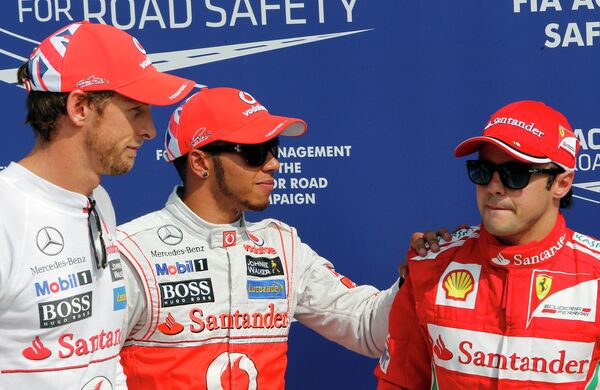 Дженсон Баттон, Льюис Хэмилтон и Фернандо Алонсо (слева направо)