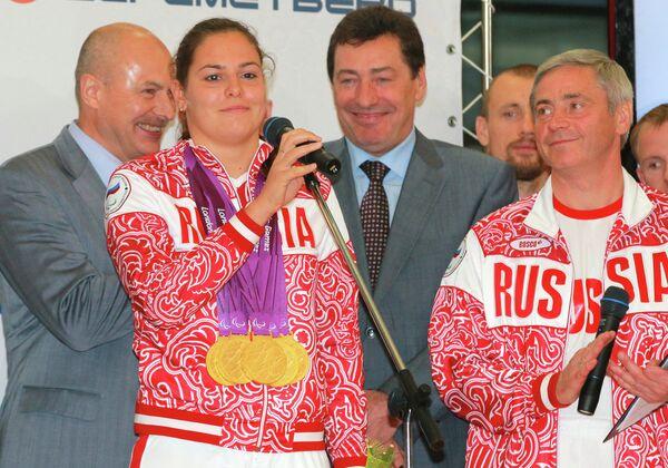 Оксана Савченко (слева)