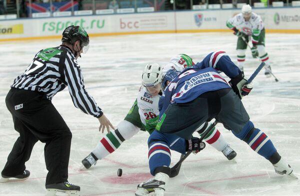 Игровой момент матча СКА (Санкт-Петербург) - Ак Барс (Казань)