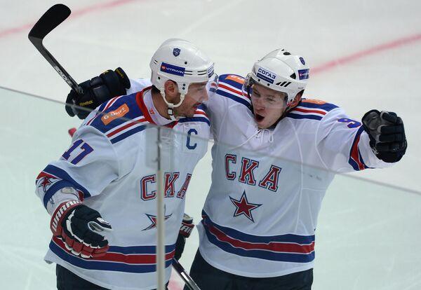 Игроки СКА Илья Ковальчук и Тони Мортенссон (слева направо)