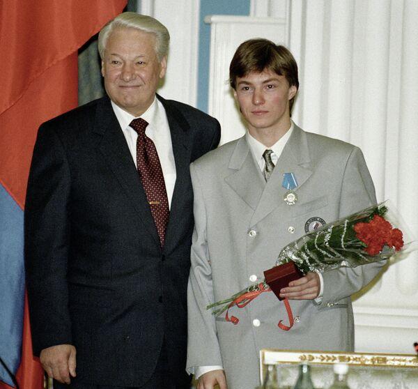 Борис Ельцин (слева) и Илья Кулик