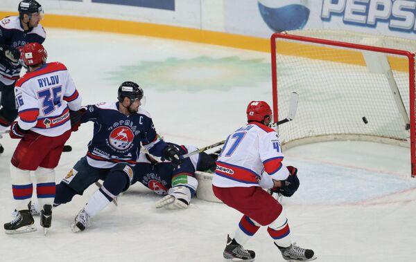 Игровой момент матча Торпедо - ЦСКА