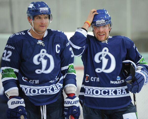 Александр Овечкин и Леонид Комаров (слева направо)