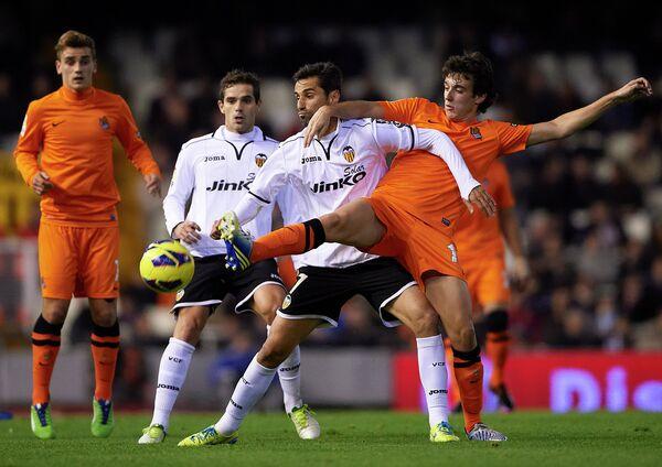 Игровой момент матча Валенсия - Реал Сосьедад