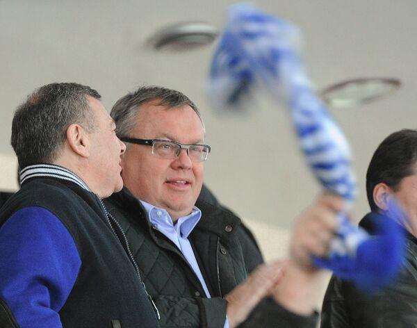Президент ХК Динамо Аркадий Ротенберг и глава банка ВТБ Андрей Костин (слева направо)