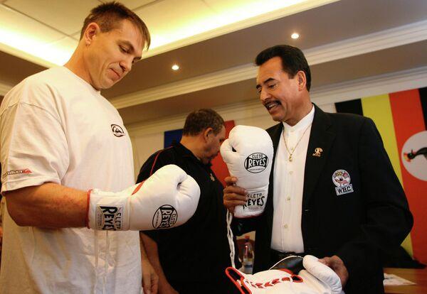 Взвешивание боксера О. Маскаева