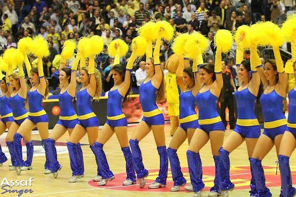Участницы группы поддержки баскетбольного клуба Маккаби