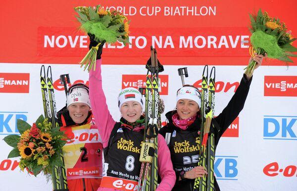 Тура Бергер, Дарья Домрачева и Моника Хойниш (слева направо)