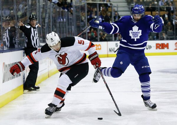 Игровой момент матча НХЛ Нью-Джерси Девилз - Торонто Мэйпл Лифс