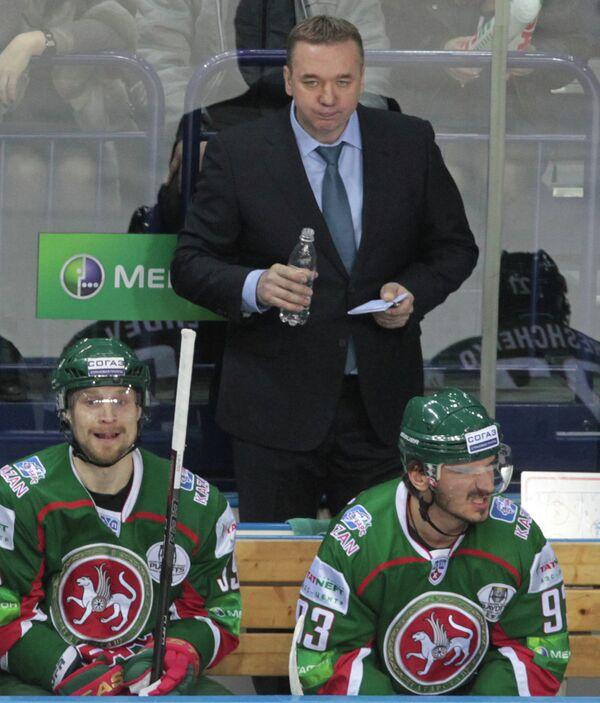 Валерий Белов (в центре)