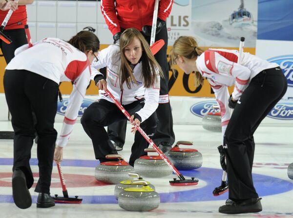 Канадская спортсменка Рэйчел Хоман (в центре)