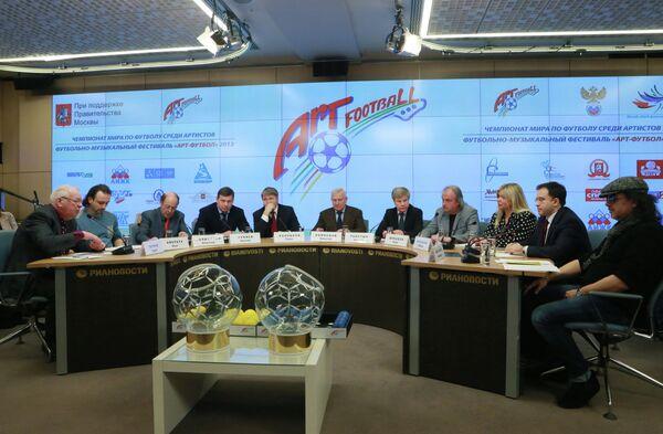 Участники пресс-конференции, посвященной футбольно-музыкальному фестивалю Арт-футбол.
