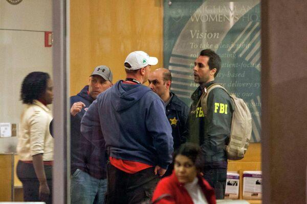 Сотрудники ФБР после взрыва в Бостоне