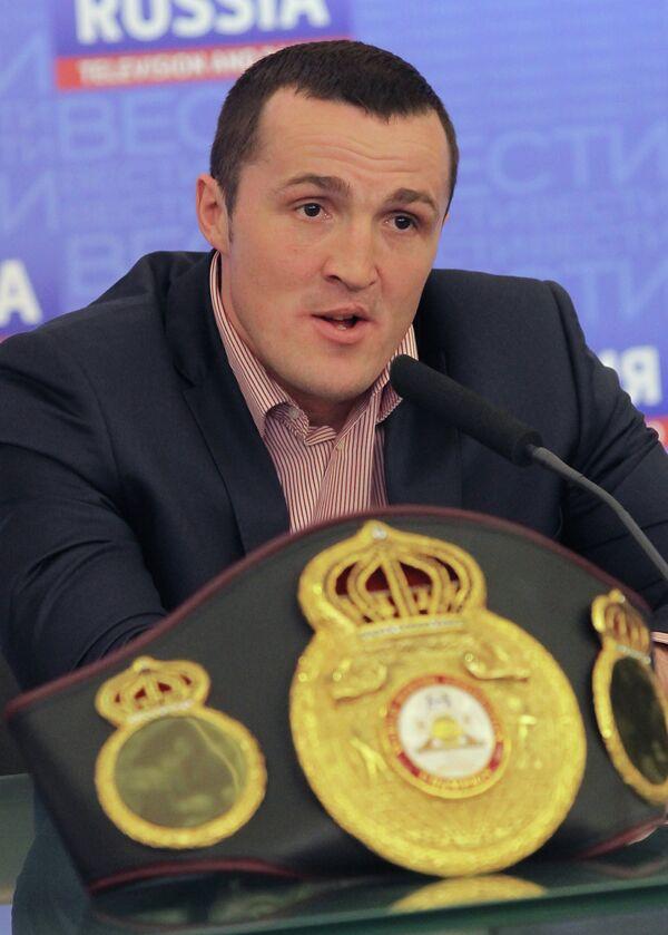 Денис Лебедев на пресс-конференции, посвященной предстоящему бою с боксером из Панамы Гильермо Джонсом, в Москве.