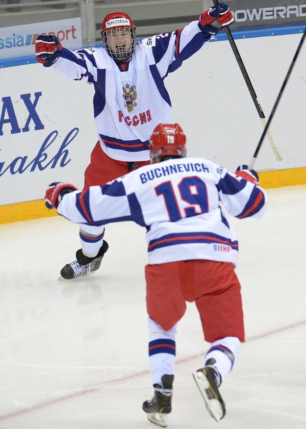 Хоккеисты сборной России радуются победе в матче против США